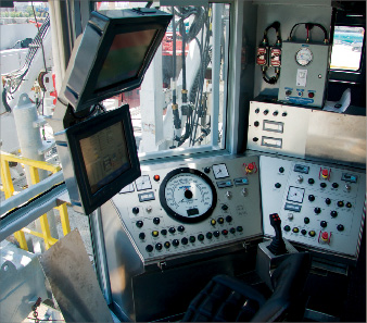 The drillers cabin on NOVs Rapid Rig offers advanced auto-drilling, as well as control and monitoring of the fully automated rig floor. 