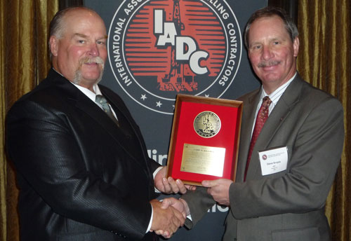 IADC group vice president – operations and accreditation Steve Kropla (right) presents an Exemplary Service Award to Larry Holloway of Atwood Offshore Drilling in Bangkok on 18 November.