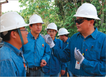 Qingli Yang, president of CNPC Technical Service Company, addresses colleagues during a routine well-control inspection in Ecuador in 2009. The company hopes to expand its presence in the global oilfield service market in the coming years.