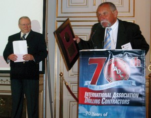 Marin Koceic, ED-INA technical manager, accepts an IADC Exemplary Service Award during the World Drilling 2010 Conference in Budapest on 16 June. At left is IADC president Dr Lee Hunt, who presented the award.