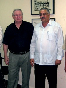Lee Hunt, IADC president, with Dagoberto Rodriguez Barrera, deputy minister, Ministry of Foreign Affairs (MINREX), Cuba