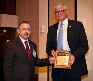 Gregers Kudsk (right) receives his award plaque from Robin Macmillan of National Oilwell Varco.