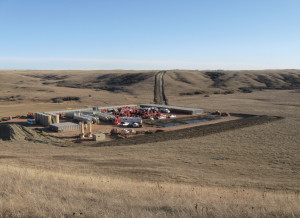 Whiting Petroleum uses advanced open-hole technology to fracture a well in the Sanish formation in the Williston Basin. Whiting has completed nearly 500 wells in the basin's Bakken and Three Forks plays, all with an open-hole design that takes advantage of natural fractures in the reservoir.