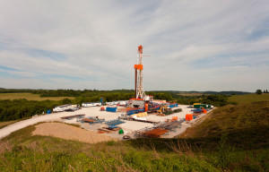A Range Resources rig operates in the Marcellus Shale. The company was instrumental in forming the Marcellus Shale Coalition, which actively engages communities and promotes operational transparency.