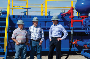 Mr Minmier (right) visits with Sam McCaskill (left), former president of Nomac Drilling, and Jerry Townley, Nomac VP – engineering, construction and maintenance, at the company's yard in El Reno, Okla., in 2011.