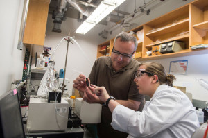 Rice University chemist Andrew Barron and graduate student Brittany Oliva-Chatelain investigate the prototype of the device that allows for rapid testing of nanotracers for the evaluation of wells subject to hydraulic fracturing. Courtesy of Jeff Fitlow/Rice University.