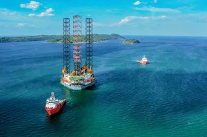 The Hercules Triumph, a new high-spec jackup, is operating in India. The rig is rated for 400 ft of water, with a maximum drilling depth capability of 35,000 ft. It is one of two new Super A class jackups delivered to Hercules Offshore late last year.