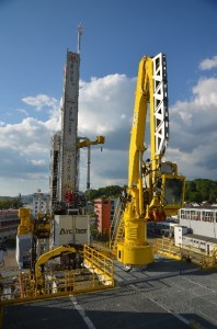 The VDD 400.2 is equipped with a pipe deck for storing rods and pipes. The modular-design deck with a support structure has a weight of approximately 200 tons.