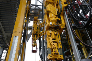 Multi-machine-controlled rig floors make it easier for the driller to concentrate on the overall task rather than on monitoring and controlling each machine. NOV is working to expand multi-machine control to riser-handling systems and horizontal pipe-handling systems.