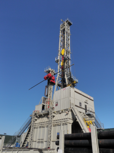 KCA Deutag's 2,000-hp T-700 rig, which is operating in The Netherlands, includes highly automated processes, such as systems and barriers for shutting down an operation in the event of an equipment failure. Processes and procedures that enable sequential activities to occur simultaneously have reduced crew size by 15-20% compared with conventional rigs.