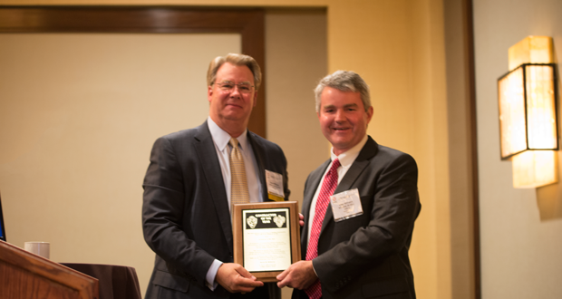 David Williams (left) accepts the 2015 IADC Contractor of the Year award from Clay Williams, President and CEO of National Oilwell Varco, at the 2015 IADC Annual General Meeting on 6 November in San Antonio, Texas.
