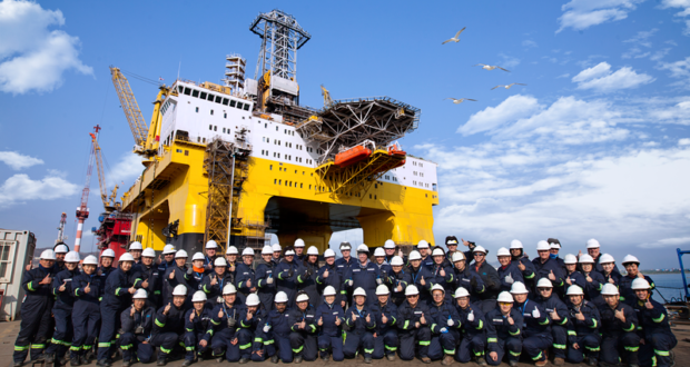 The Frigstad Shekou and the Frigstad site supervision and operations team at Yantai CIMC Raffles Offshore.  The Frigstad Shekou is the first of two ultra-deepwater semisubmersible rigs ordered by Frigstad Deepwater in December 2012.