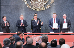 Mexico auctioned off eight of 10 deepwater exploration blocks during Round 1.4 on 5 December 2016. Also during Round 1.4, BHP Billiton beat out BP for the development of the Trion field in the first-ever Pemex farm-out. From left are Juan Carlos Zepeda Molina, CNH President; Pedro Joaquín Coldwell, Secretary of Energy; Enrique Peña Nieto, President of Mexico; Andrew MacKenzie, CEO of BHP Billiton; and Jose Antonio González Anaya, CEO of Pemex. Photo courtesy of Comisión Nacional de Hidrocarburos (CNH).