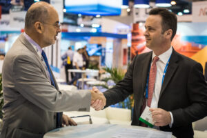 IBP Secretary-General Milton Costa Filho (left) and IADC President Jason McFarland sign an MOU of cooperation and collaboration at the 2017 OTC on 4 May in Houston.
