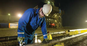 By taking accurate pressure measurements and analyzing fluids while drilling, the SpectraSphere service enables real-time decisions that help improve geosteering outcomes, guide wells to the ideal trajectory, and access more reserves.