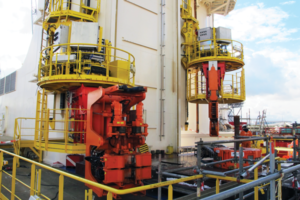 The Huisman Innovation Tower has up to eight identical robotic manipulators on each of the construction and main drill floors. The manipulators can be operated manually or in an automated mode, either individually or synchronized, and are capable of holding various tools, such as a dedicated pipe gripper, drill pipe spinner/wrench, casing makeup modules or riser-running tools.