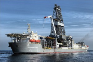 The Discoverer Luanda is an example of a rig that uses the active heave drawworks system, where the drawworks are used for both normal hoisting operations and for heave compensation. The Stena Forth drillship, featured on the cover of this issue, is an example of a rig with a hydraulic crown-mounted compensator system.