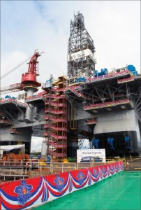 The Atwood Osprey newbuild semi will be mobilized to Australia upon delivery from the Singapore shipyard. The unit has already been contracted to Chevron Australia for at least three years and up to six years.