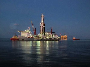 Noble Drilling's Bully I drillship sits in front of the Shell Mars A platform in the US Gulf of Mexico. The dynamically positioned drillship is designed for water depths up to 10,000 ft and drilling depths up to 40,000 ft. Instead of a standard derrick, it features a multipurpose tower that houses automated pipe-handling equipment.