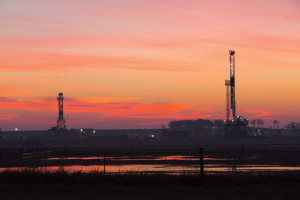 The Nabors M-44 Rig (left) and Nabors Pace-X Rig 05 operate in Yoakum, Texas, in the Eagle Ford play. The PACE-X rigs are designed for multiwell drilling on pads. With the new generation of mast and substructures, drilling contractors can reduce the number of loads and connections to make rig moves more efficient between pads and with smaller-sized loads.