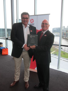 John O'Brien (left) with Nabors PNG receives the Onshore Winners Award plaque from Mr Morrow during the IADC Australasia Chapter Annual General Meeting on 19 May in Melbourne.