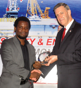 IADC VP of International Operations Mike DuBose (right) presents Tunji Adenuga of Indigo Drilling with the award for most improved company at the IADC Nigeria Chapter Safety Awards dinner on 30 March in Lagos, Nigeria. Oando Energy Services was named overall winner.