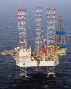 The Noble Hans Deul is working for Shell in the UK North Sea at a sharply reduced rate compared with its previous contract. Although dayrates are approaching operating costs, contractors prefer to keep the rig systems active. It remains uncertain how modern rigs like the Noble Hans Deul would respond after a long idle period.